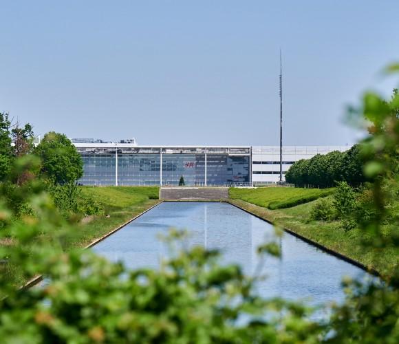 Centre commercial et canal