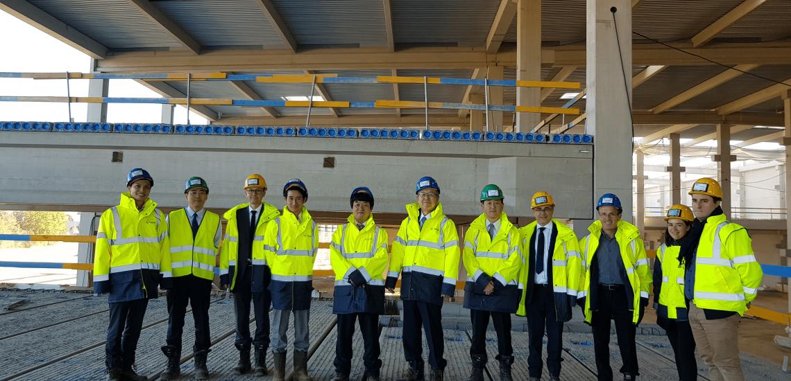 Les dirigeants d'Iris Ohyama à Sénart pour visiter leur chantier de travaux sur le parc du Levant, à Lieusaint.